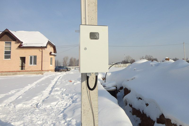 фото монтажа электросчетчика на опоре самого клинка